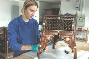 Travail en atelier ROUBAIX, Musée d'Art et d'Industrie, tabouret syrien